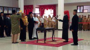 Isnaeni Dwi Susanti SH Msi dilantik menjadi Kepala Dispendukcapil Jember. Senin (22/7/19)