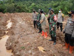 Pencarian 6 Korban yang Tertimbun Tanah Longsor di Nganjuk, Kerahkan 400 Personil Gabungan Plus Anjing Pelacak