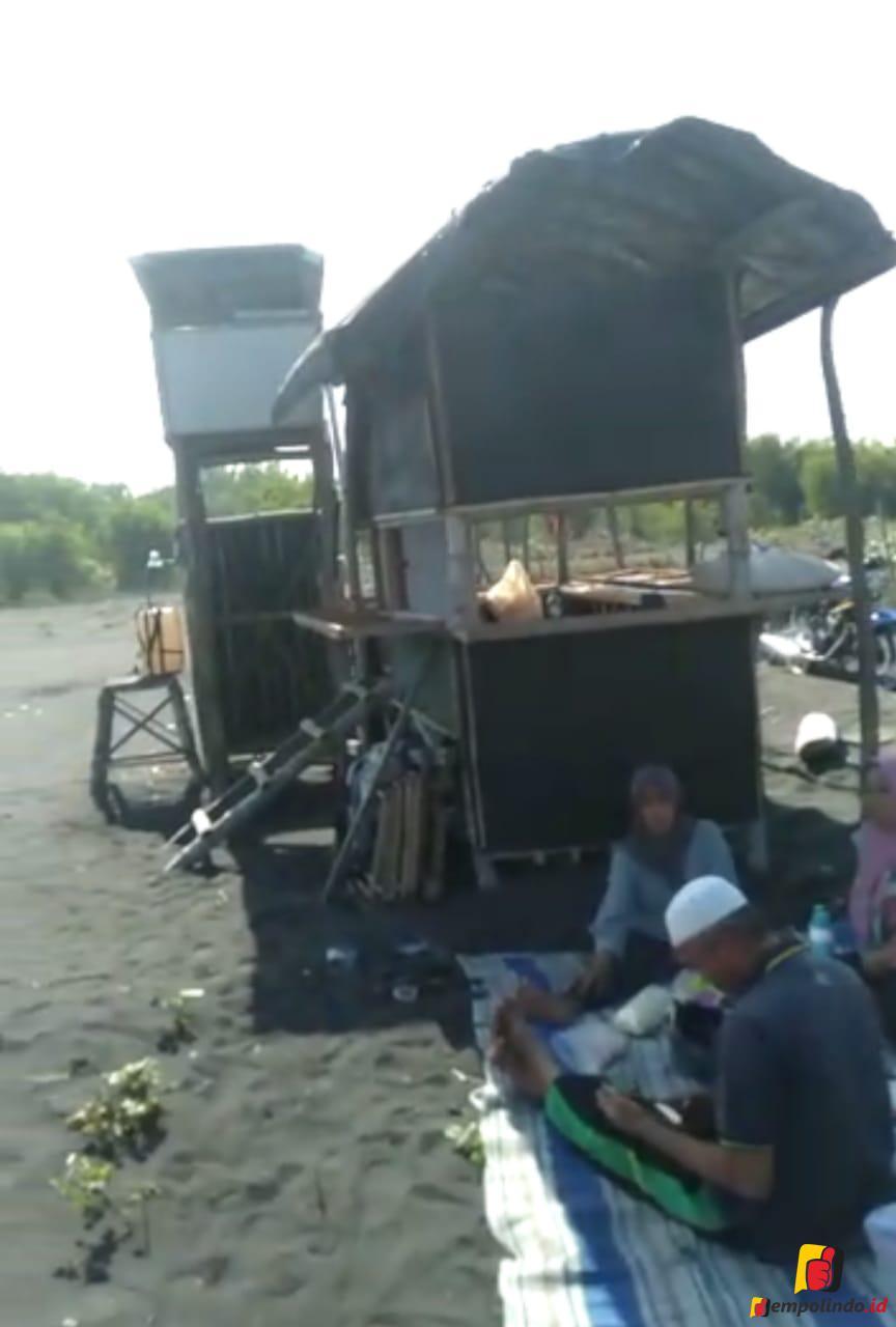 Gubuk Petani terbakar