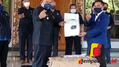 Partai Nasdem Serahkan Bantuan 200 APD Kepada Pemkab Jember